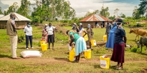 Distribution of food and hand washing equipment in Kenya