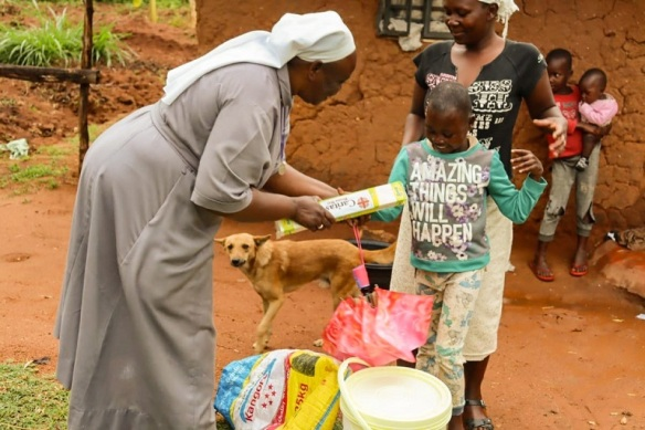 Handing out hygiene kits